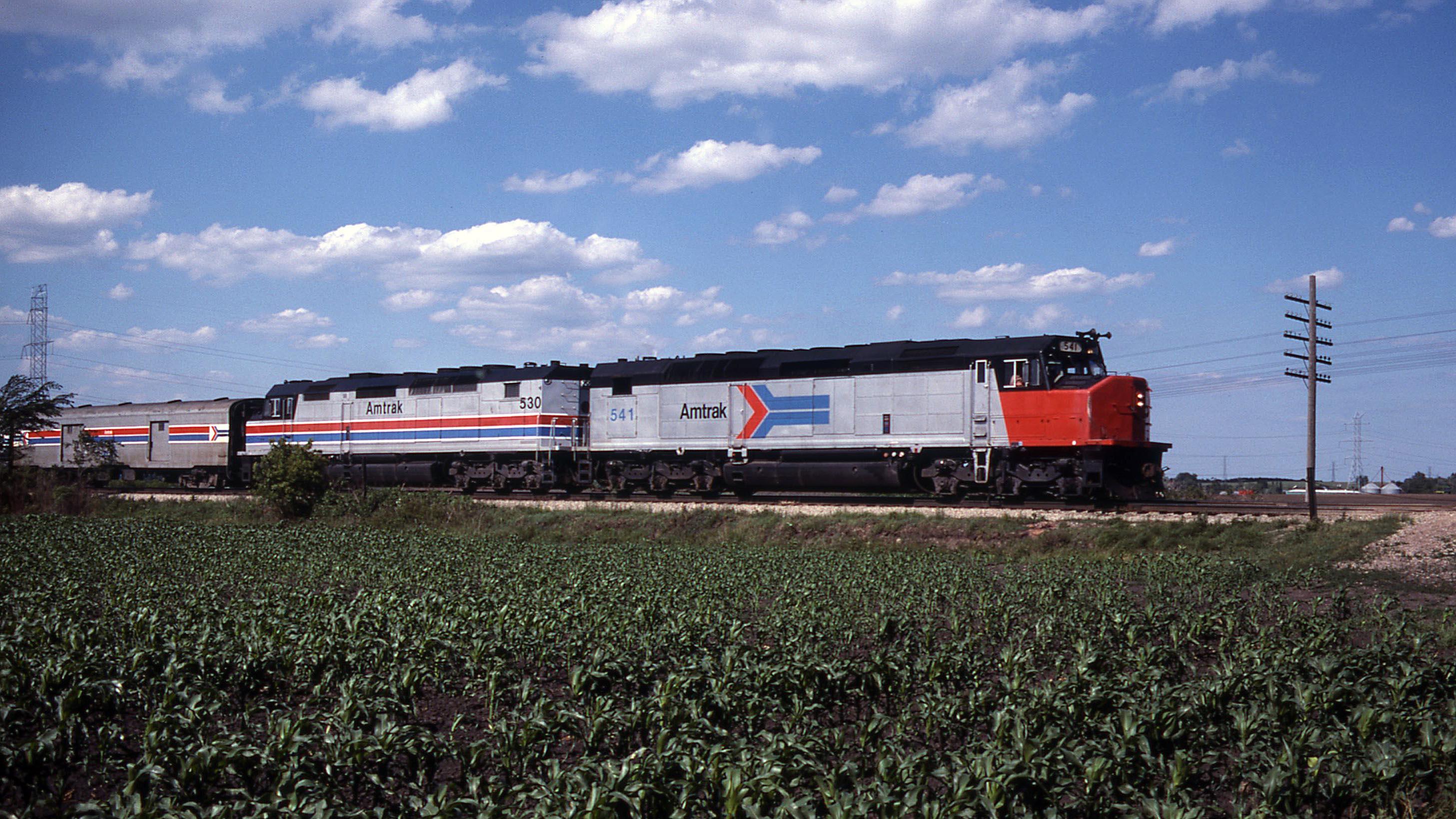Amtrak-SDP40F-Wisconsin-Gary-Dolzall