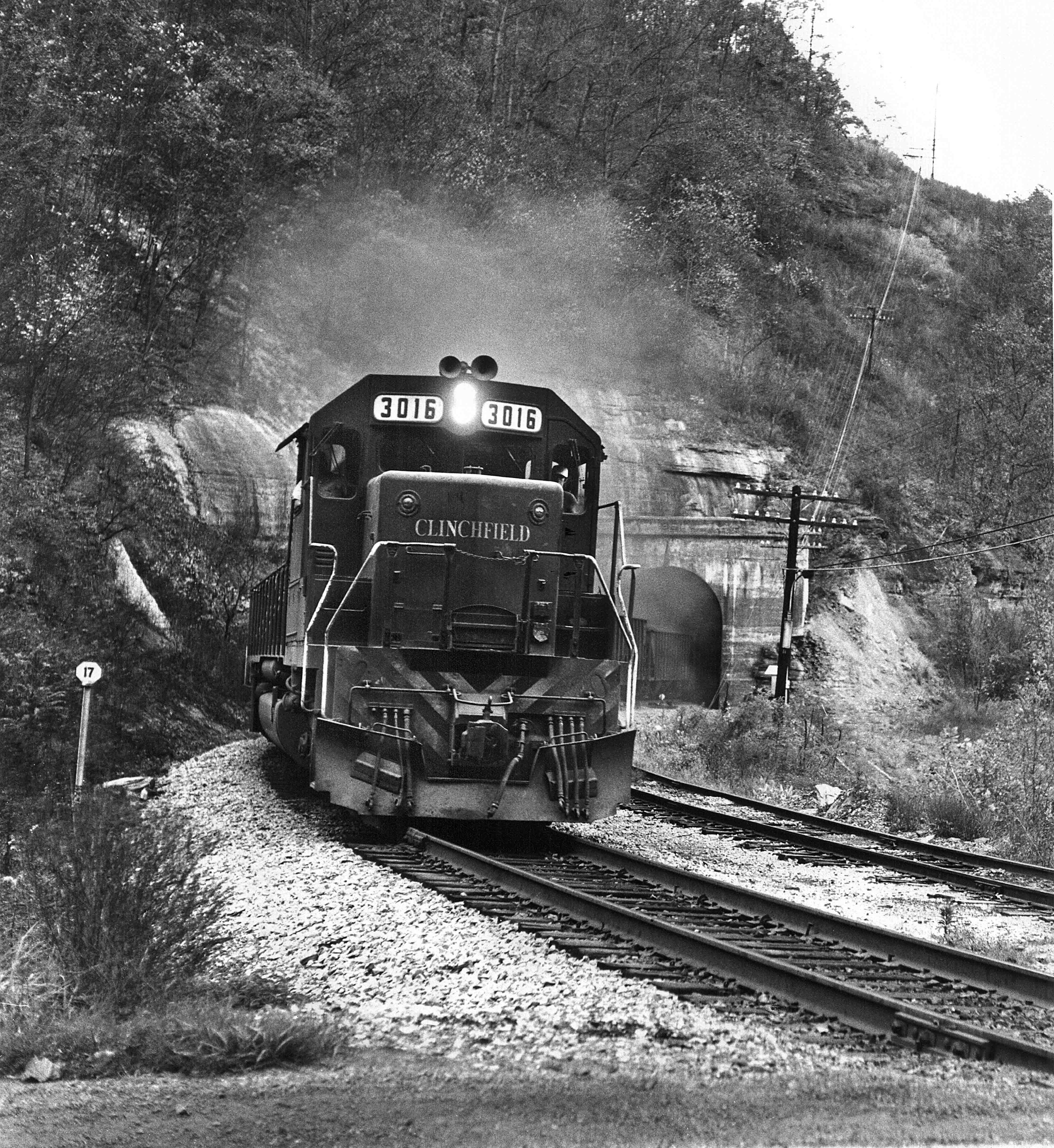 EMD-SD40-Sykes-Tunnel-Clinchfield-Gary-Dolzall