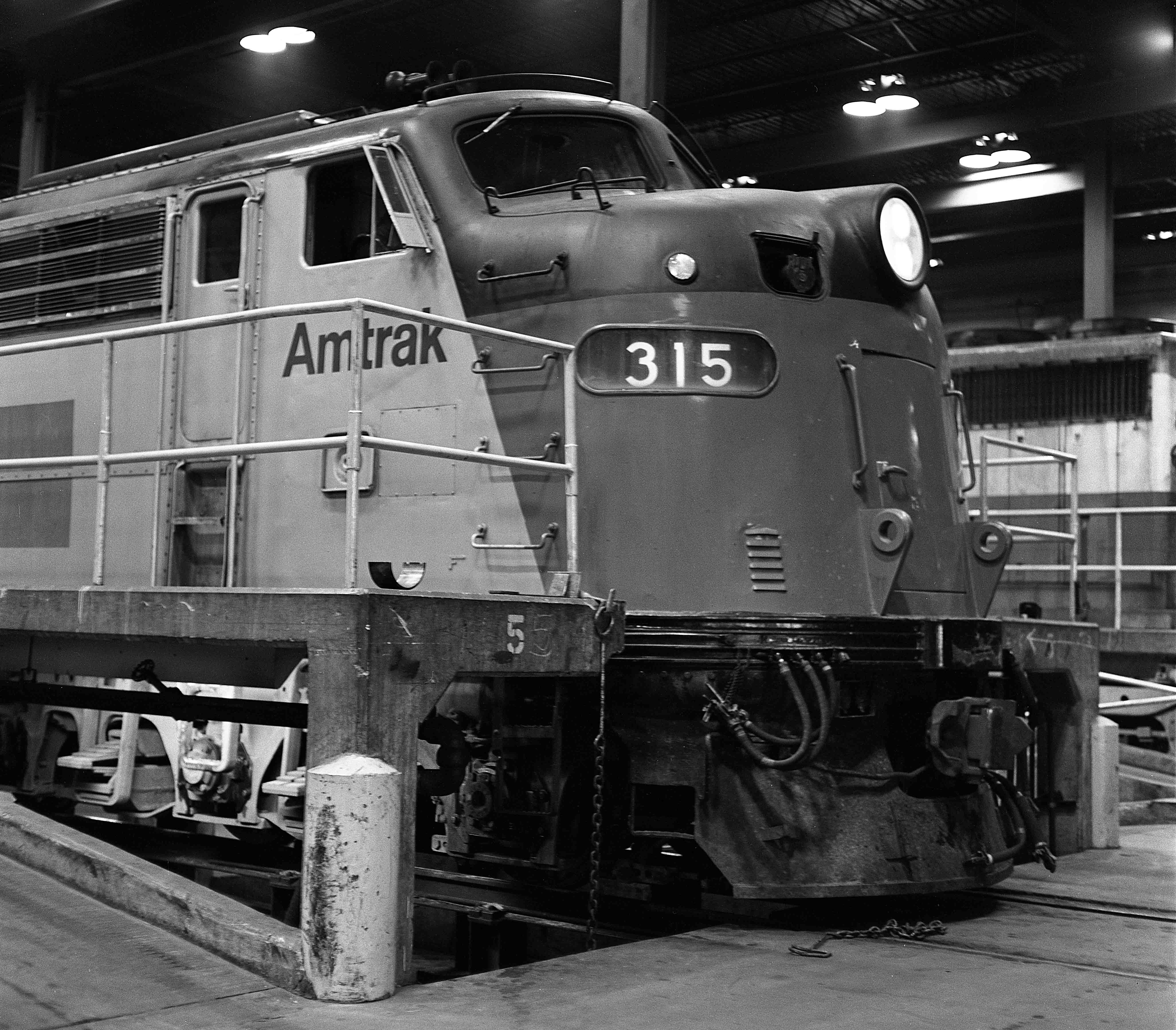E8-Beech-Grove-Amtrak-Gary-Dolzall