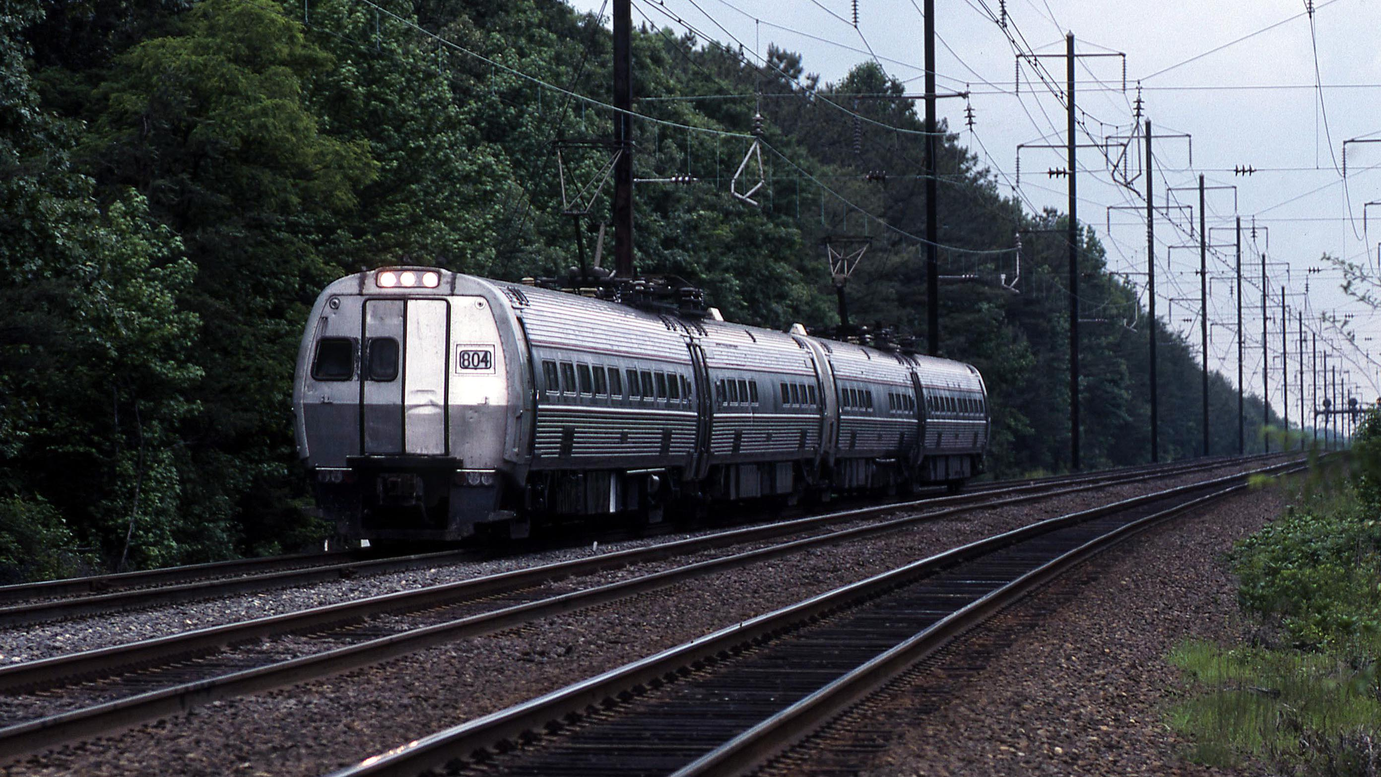 804-Bowie-Metroliner-Amtrak-Gary-Dolzall
