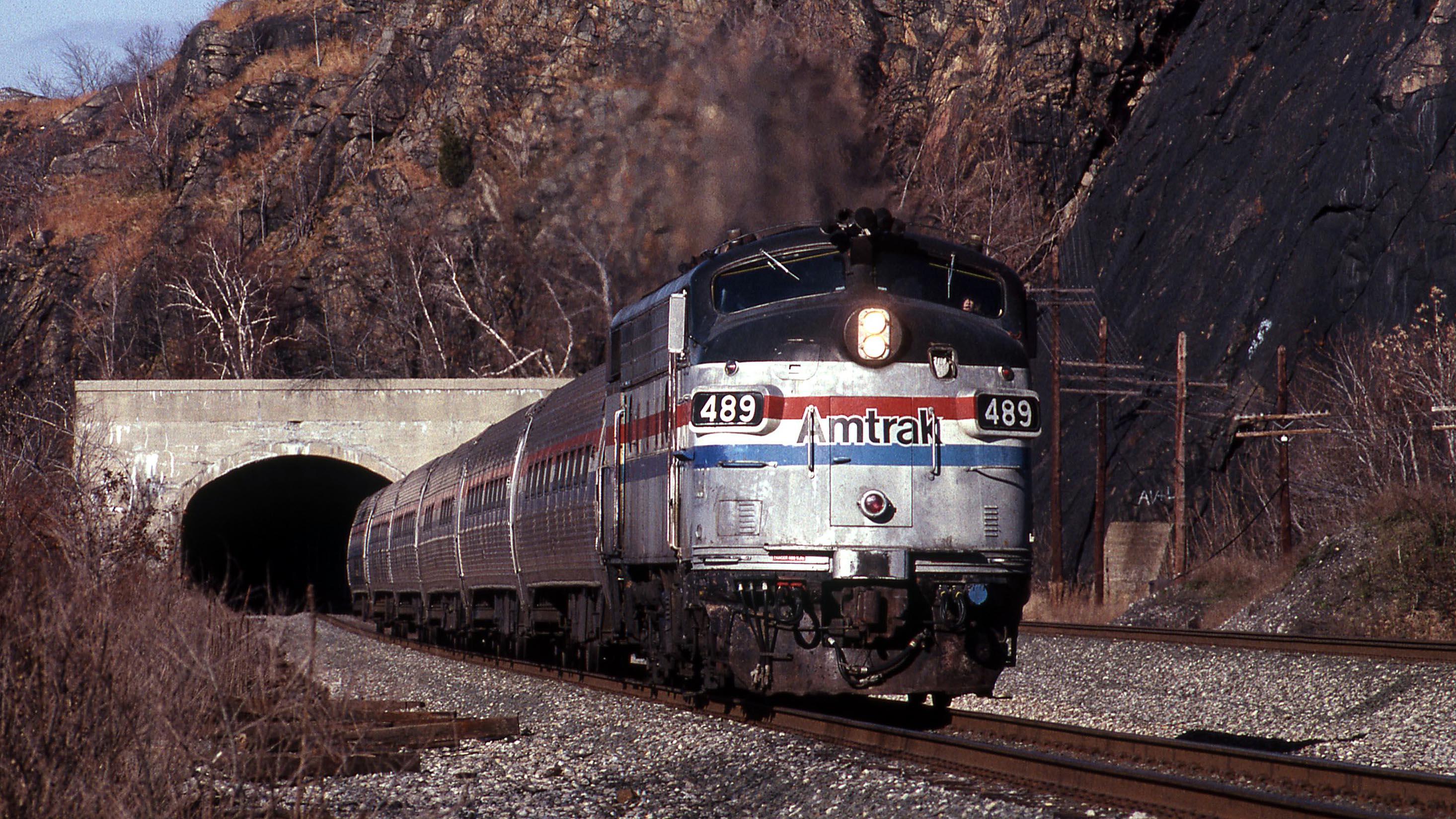 EMD-FL9-489-Amtrak-Gary-Dolzall
