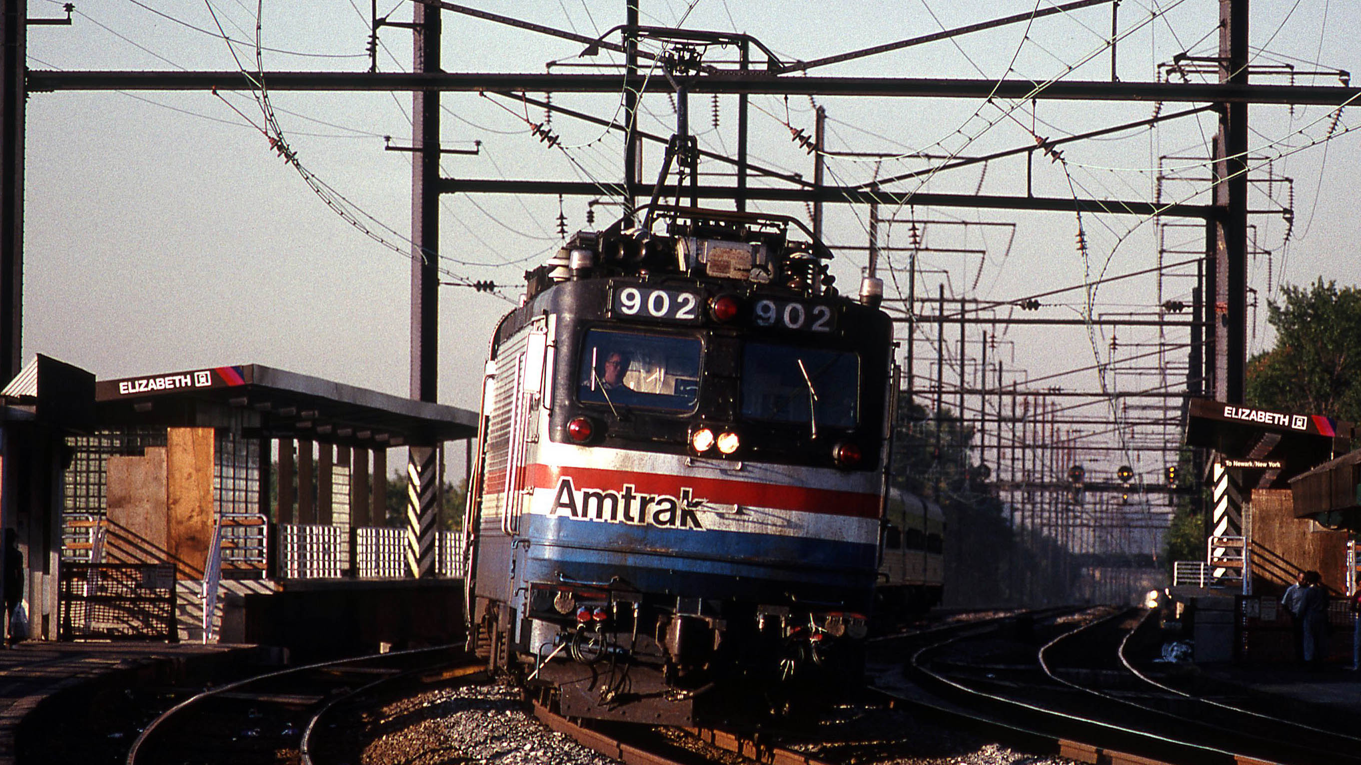 EMD-AEM-7-Elizabeth-Amtrak-Gary-Dolzall