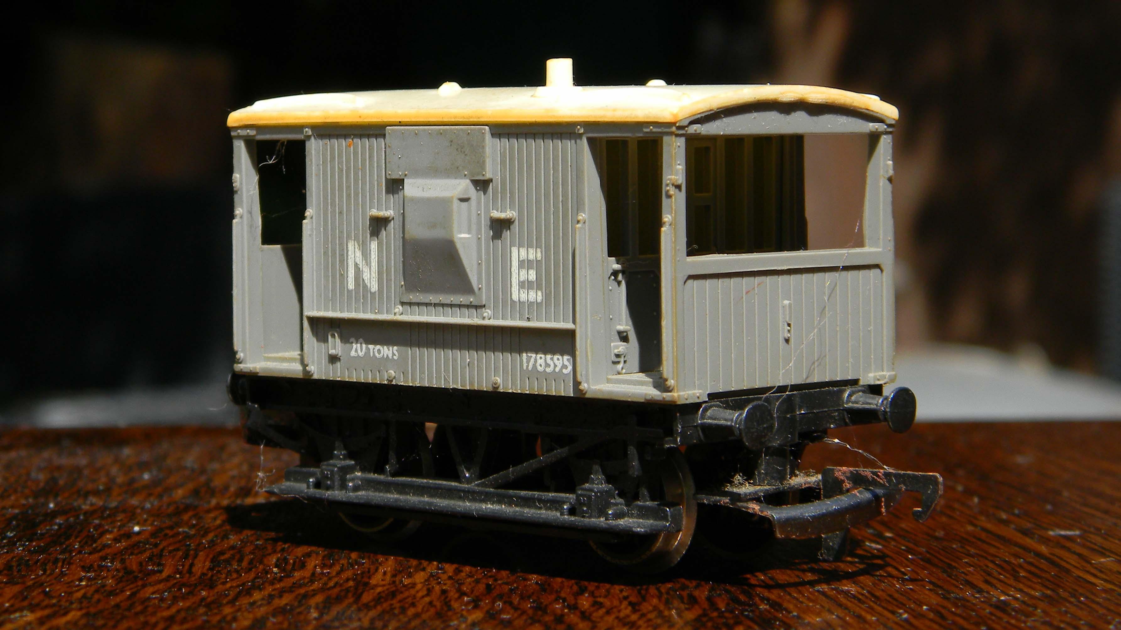 Hornby-NE-Brake-Van
