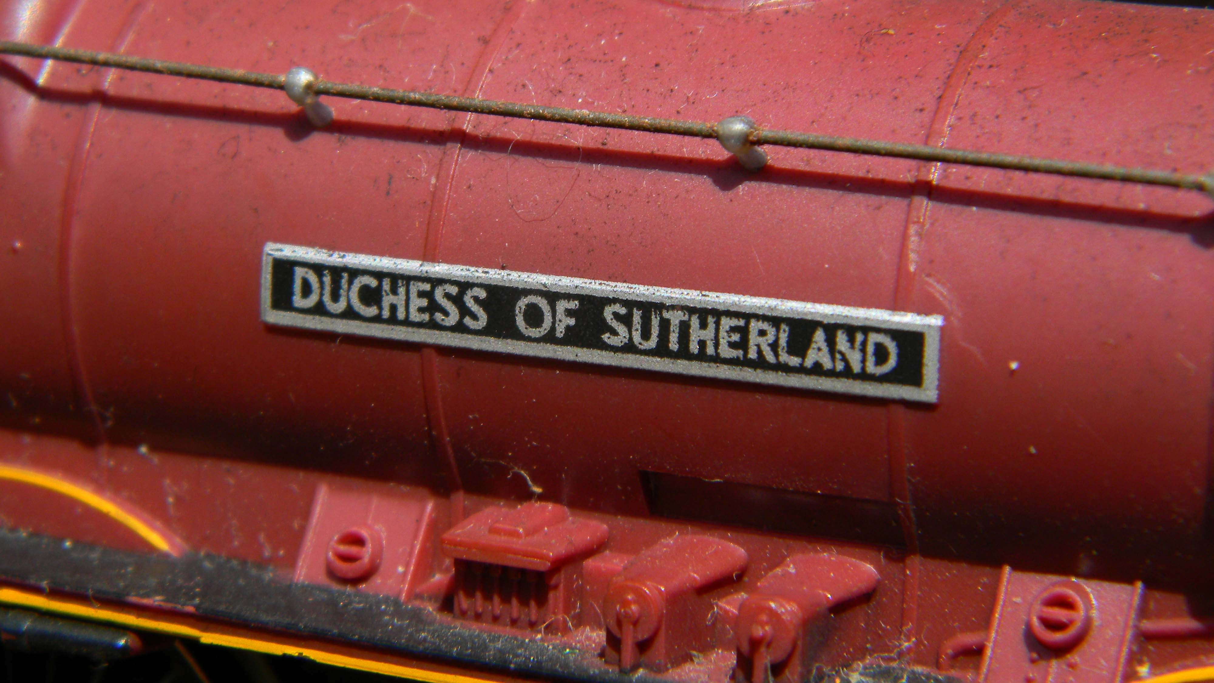Hornby-LMS-6233-Duchess-of-Sutherland-nameplate