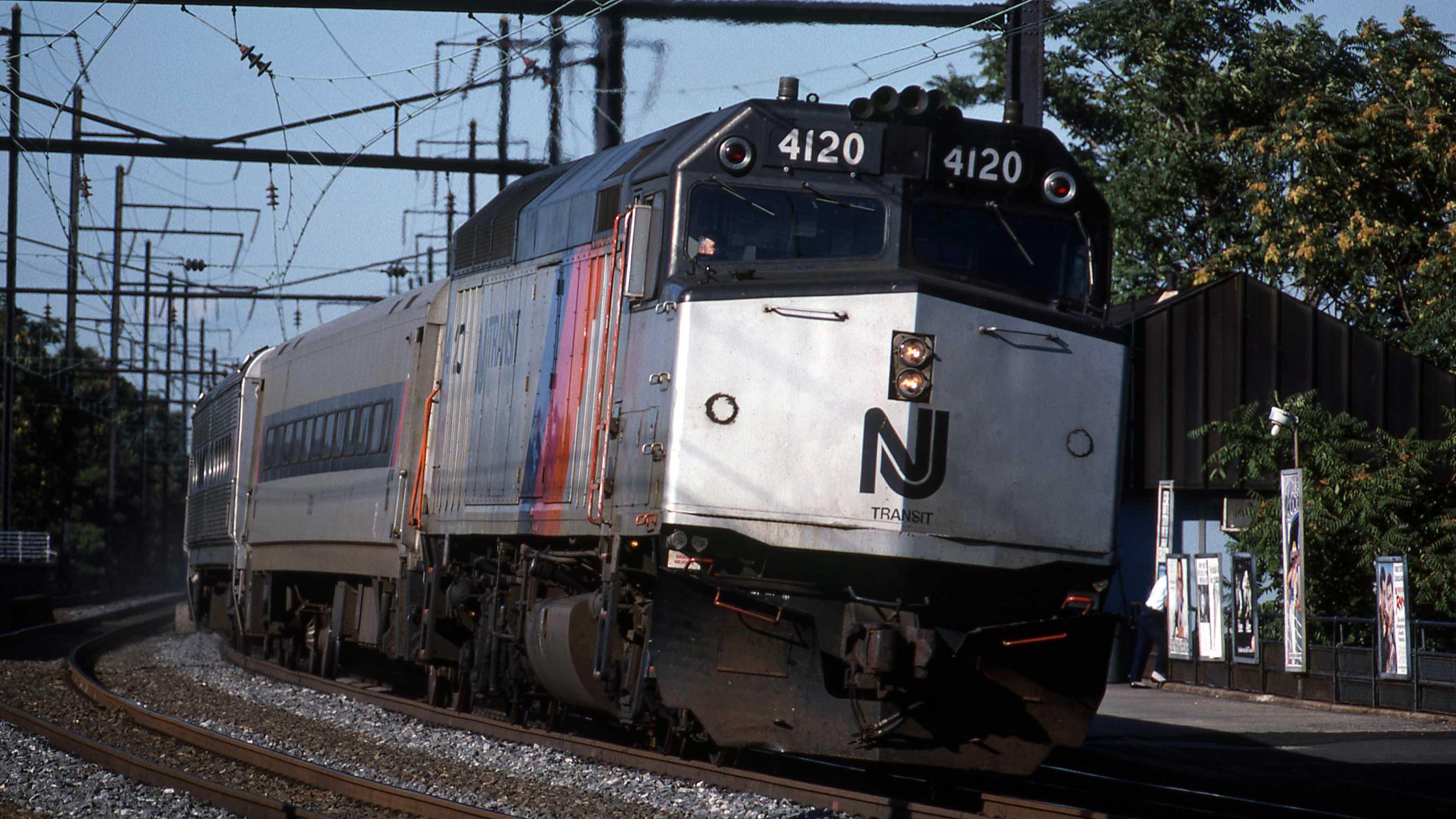 F40PH-Gary-Dolzall-MBTA-New-Jersey