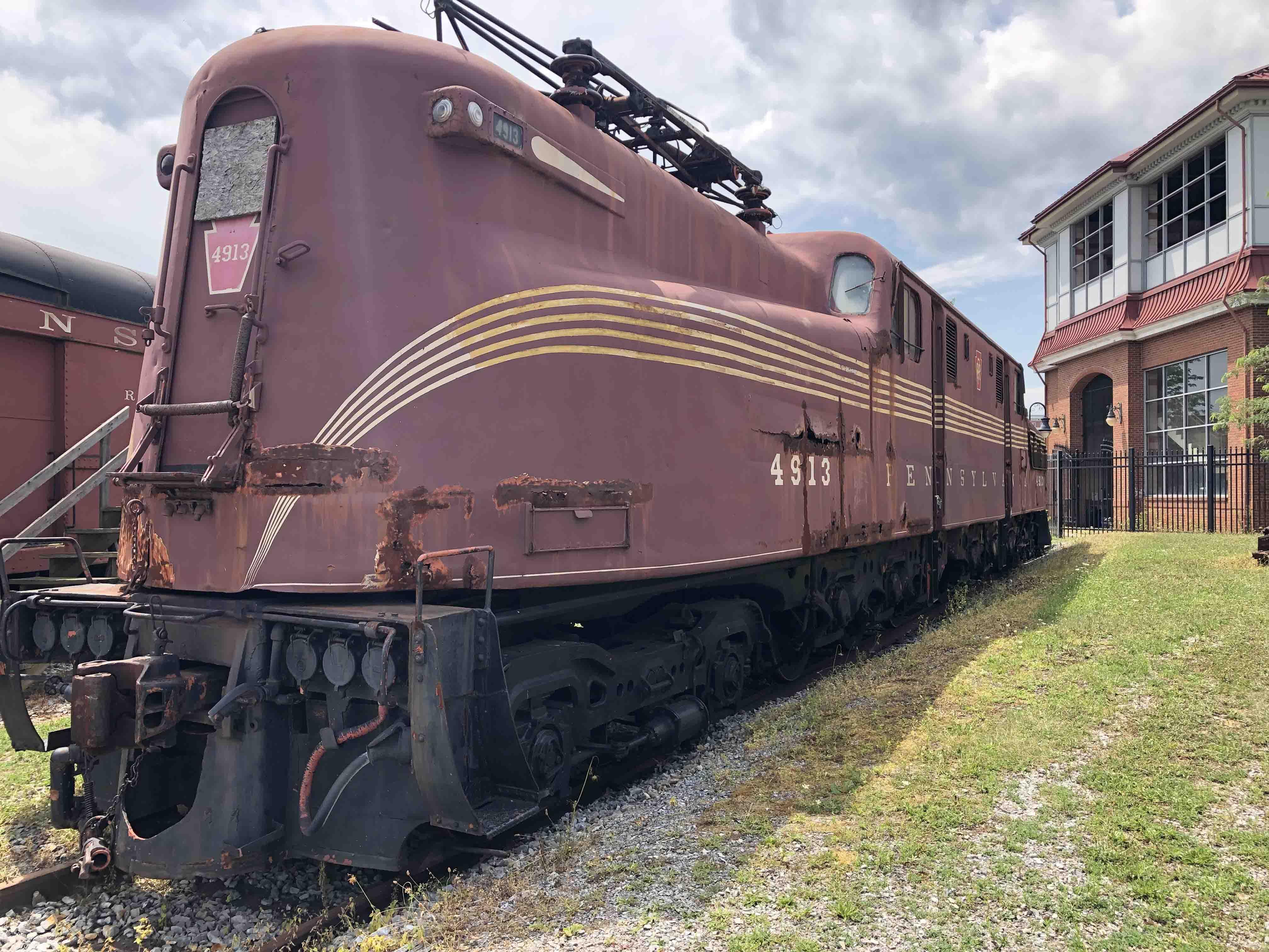 Pennsylvania-Railroad-GG1-4913-Roger-Puta