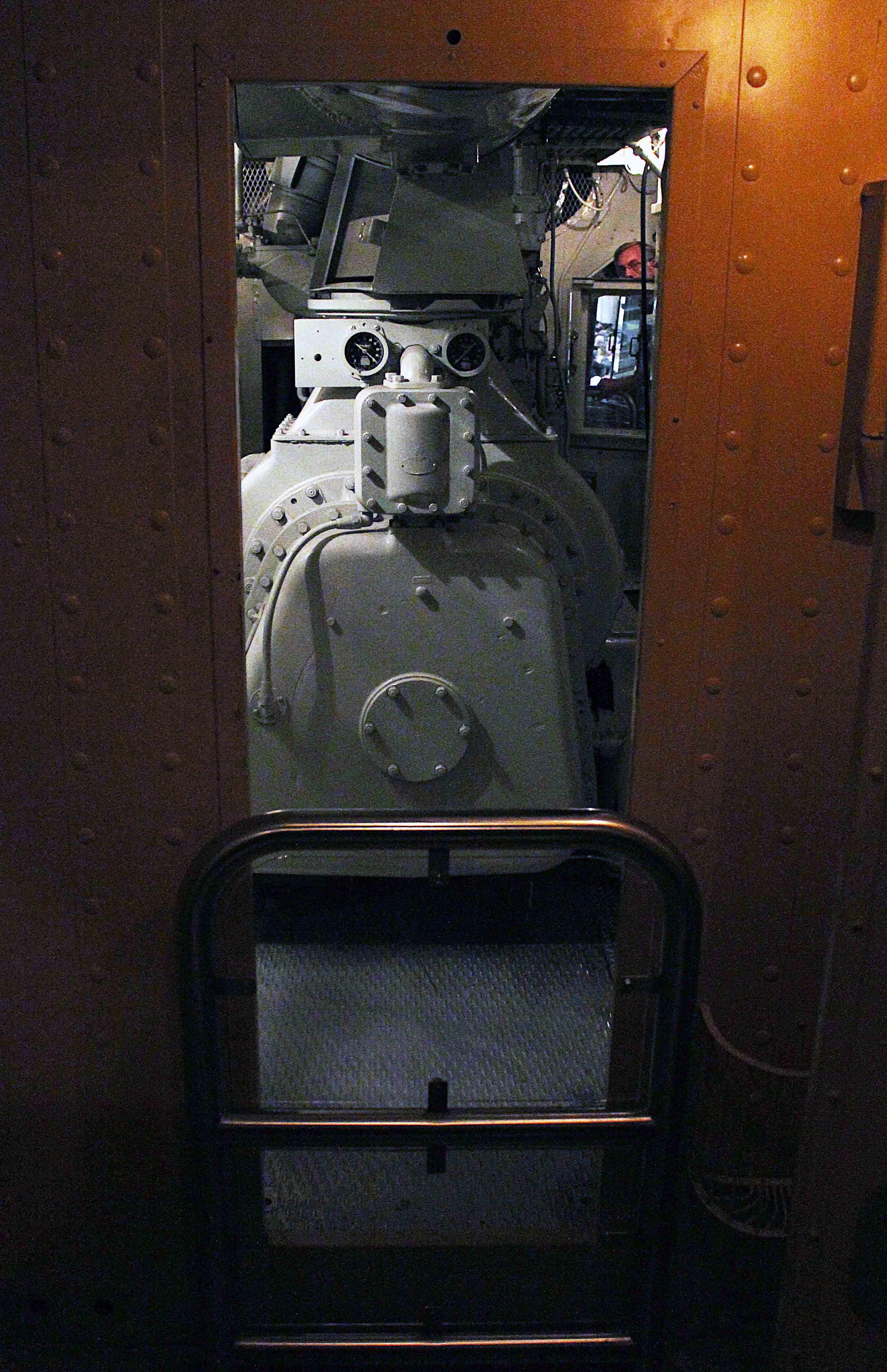 Gary-Dolzall-CB&Q-9900-engine